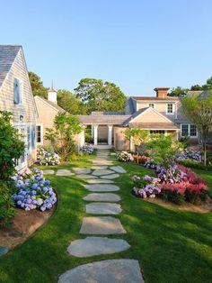 vorgarten gestaltungsideen-modern Gartenwege-Planen Blumenbeet