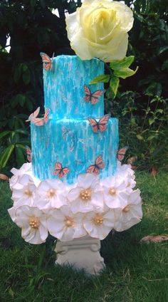 Rustic Chic theme cake, with crackled effect and wafer paper ruffles Butterfly Cakes, Flower Cakes, Beautiful Cakes, Amazing Cakes, Cupcake Cookies, Cupcakes, Fancy Cakes, Cakes And More, Rustic Chic