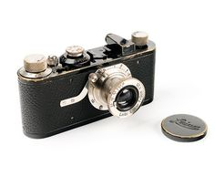 Leitz: Leica I Mod A Number) - The first commercial Leica. First mass-produced camera. This is the Elmar version of the Leica I(a). Models with four digits are more valuable than those with five digits. Leica M, Leica Camera, Camera Lens, Photographie Leica, Leica Appareil Photo, Leica Photography, Retro Camera, Vintage Cameras, Photography Equipment