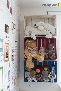 crates as wall shelves,paint them in different colors Stuffed Animal Storage, Stuffed Animals, Baby Nook, Kids Room Bed, Bedroom Reading Nooks, Home Office Organization, Kid Spaces, Decoration, Girls Bedroom