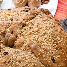 Χριστόψωμο / Christopsomo. Πεντανόστιμο και έυκολο Χριστόψωμο! #breadrecipes #easybread #homemadebread #breadlove #breadtime #flour #quickrecipe #greekrecipes #greekfoodrecipes #greekfood #ελληνικα Banana Bread, Desserts, Recipes, Food, Tailgate Desserts, Deserts, Meals, Dessert, Eten