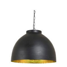 Hanglamp Kylie is een hanglamp mooi afgewerkt in het zwart met een mooie ruwe gouden binnenkant. De hanglamp heeft een subtiele look waardoor deze gemakkelijk te combineren is. De hanglamp heeft een hoogte van 42cm, en een diameter van 60cm. Aan de lamp zit een zwarte textielsnoer, en het plafondkapje is afgewerkt in dezelfde kleur zwart als de lamp. Deze mooie hanglamp is afkomstig van het merk Light & Living.