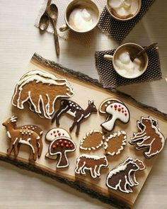 Recipes for honey-spice gingerbread and dark-chocolate cookies, and cookie templates. A Woodland Christmas at Martha's House. Best Christmas Cookie Recipe, Holiday Cookies, Christmas Treats, Christmas Baking, Woodland Christmas, Christmas Biscuits, Christmas Cookies Simple, Holiday Treats, Magical Christmas