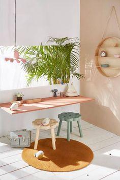 The Prettiest Pastel Desk Spaces http://petitandsmall.com/prettiest-pastel-desk-spaces/