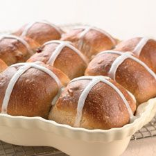 Easy Hot Cross Buns~ the best! I used brandy instead of rum and worked lovely. I tossed together dried blueberries, cherries and cranberries. Cross Buns Recipe, Bun Recipe, Easter Recipes, Easter Ideas, Icing Ingredients, Bread Rolls, Yeast Rolls, Hot Cross Buns, King Arthur Flour