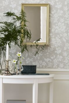 A complete guide to wallpaper - Types of wallpaper - Wallpaper for bathrooms - Modern wallpaper Foyer Wallpaper, Wallpaper Samples, Pattern Wallpaper, Wallpaper Ideas, Grey Wallpaper, Tapete Beige, Home Decoracion, Botanical Wallpaper, Grey And Beige