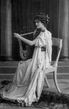 """Miss Lily Elsie, """"The Merry Widow"""", London Vintage Glamour, Vintage Girls, Vintage Beauty, Edwardian Era, Edwardian Fashion, Vintage Fashion, Vintage Inspired Dresses, Vintage Style Outfits, Vintage Photographs"""