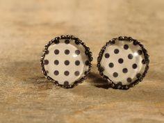 Boucles d'oreilles boutons cabochons de verre par MrAndMrsBeaver Cabochons, Stud Earrings, Jewelry, Buttons, Ears, Boucle D'oreille, Drinkware, Jewlery, Bijoux