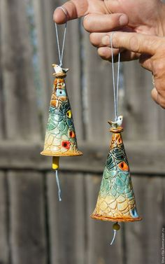 Ceramic bells handmade ceramics click now for Hand Built Pottery, Slab Pottery, Ceramic Pottery, Pottery Barn, Ceramics Projects, Clay Projects, Clay Crafts, Kids Clay, Sculptures Céramiques