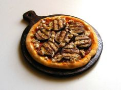 Pizza with grilled eggplant - Miniature in 1:12 by Erzsébet Bodzás, IGMA Artisan