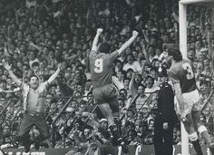 Ian Rush ( Liverpool FC, 224 apps, 139 goals + 245 apps, 90 goals) celebrates his last derby goal before moving to Italy in 1987 by equalling Dixie Dean's goals record in the Reds' win. Fc Liverpool, Liverpool Football Club, But Football, Football Players, Derby Games, Ian Rush, Merseyside Derby, Chester City, This Is Anfield