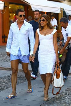 Actress Eva Mendes and her boyfriend, Filmmaker George Gargurevich are seen walking through the streets of the Italian harbor town Portofino with fashion designers Domenico Dolce and Stefano Gabbana. Summer Chic, Spring Summer Fashion, Mode Outfits, Fashion Outfits, Womens Fashion, Summer Outfits, Casual Outfits, Summer Dresses, Stefano Gabbana
