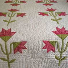 Antique-hand-stitched-Carolina-Lily-applique-red-green-white-fine-hand-quilting