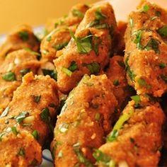 Mercimek köftesi - Turkish meatless meatballs with red lentil and parsley - oh so good!