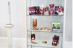 Abnehmen mit kajnok in der Gemeinschaftspraxis Dr. Georgi & Dr. Fiedler! Da sich unsere kajnok-Produkte wunderbar für Diäten und Ernährungsumstellungen eignen, empfiehlt die Berliner Praxis, die auch Ernährungsberatungen durchführt, kajnok als gesunde Nudel-Alternative. So macht Abnehmen Spaß und der nächste Urlaub kann kommen! Neutral, Bookcase, Shelves, Furniture, Home Decor, Noodle, Slim, Shelf, Products