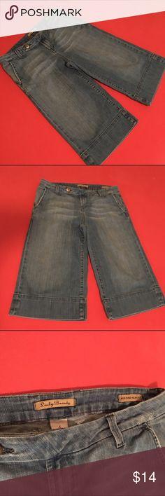 Lucky Brand Goucho Capris Blue Jeans size 6 / 28 Waist: 16' Length: 26' Hips: 18.5 inseam: 16' Lucky Brand Pants Capris