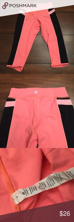 Lululemon cropped pants Perfect pair for cropped yoga pants. Great used condition. lululemon athletica Pants Ankle & Cropped