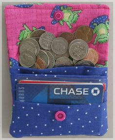 Slotted Wallet Tutorial below provided by BettyAnn I have been trying to figure out a great simple wallet that would hold moneycoins AND credit cards and all those little. Simple Wallet, Diy Wallet, Wallet Tutorial, Money Lei, Sewing Tutorials, Sewing Projects, Sewing Hacks, Sewing Ideas, Credit Card Pictures
