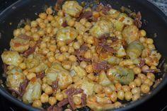 Este salteado de garbanzos con alcachofas y jamón es perfecto para llevar en el tupper al trabajo. Una receta sencilla y muy nutritiva.