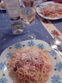 Spaguetti de pasta fresca al huevo con salsa putanesca...