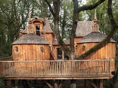 Part cabin, part treehouse, Château Hautefort, located in Nojals-et-Clotte, France, can accommodate up to six people.