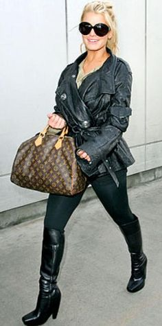Look of the Day › January 4, 2007 The songbird paired her Dior jacket with Danskin leggings, Balenciaga boots, Gucci sunglasses and a Louis Vuitton bag.