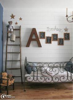 No nos puede gustar más la pared de este dormitorio infantil! #letras #walldecor #escalers