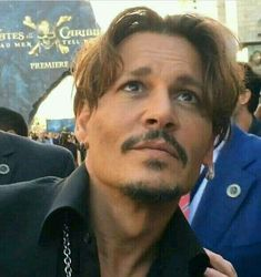 I swear to god, how does johnny depp look this good from this angle? He looks great in any angle Film Johnny Depp, Johnny Depp Fans, Young Johnny Depp, Here's Johnny, Kentucky, Hot Actors, Actors & Actresses, Junger Johnny Depp, Pirates Of The Caribbean
