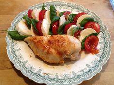 Pechuga de pollo al horno con ensalada caprese