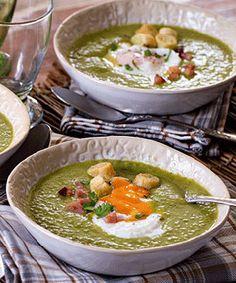 Sopa de ervilhas com ovo escalfado. Esta receita de sopa, torna um prato típico da cozinha portuguesa, as ervilhas com ovo escalfado numa sopa substancial.