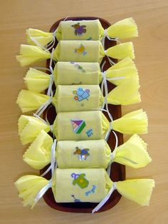 Como hacer manualidades para Baby Shower con papel crepe 1 Baby Shower Souvenirs, Baby Shower Items, Baby Shower Crafts, Baby Shower Parties, Baby Boy Shower, Baby Shower Mixto, Market Day Ideas, Sweet Bar, Baby Shawer
