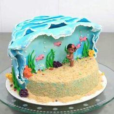 Learn to make this moana-themed cake! Moana Birthday Party, Moana Party, 2nd Birthday, Moana Themed Party, Birthday Cakes, Birthday Ideas, Decoration Patisserie, Casino Cakes, Disney Cakes