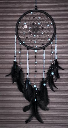 Beautiful And Stunning Dream Catcher Ideas The legend of a dream catcher is originated from the American Indian Tribe. These days, dream catches are loved by most native Amaricans not just for its magic power but also for the decorative function. Dream Catchers, Dream Catcher Craft, Dream Catcher Boho, Black Dream Catcher, Dream Catcher Mobile, Diy Tumblr, Los Dreamcatchers, Mundo Hippie, Diy And Crafts