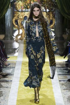 Roberto Cavalli Milano - Collections Fall Winter 2016-17 - Shows - Vogue.it
