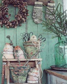 En gammel trappestige og gamle strikke votter er noen av tingene jeg fant på Retro & Antikkmessa i dag. Veeeldig fornøyd 😁👍😁 Fin lørdag kveld der ute 💛