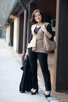 Lady of Style: Classic look in black and beige