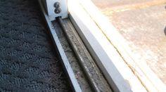 Comment Nettoyer Facilement le Rail d'une Porte-Fenêtre.