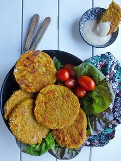 Par kiwi-forme ; Galettes thaï aux pois chiches et patates douces. Sauce allégée au beurre de cacahuètes.