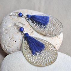 Boucles d'oreilles avec estampe goutte et pompon bleu