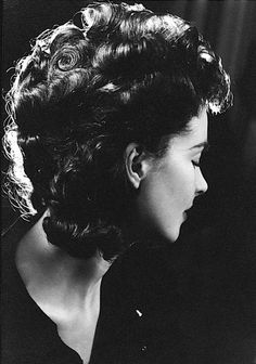 Vivien Leigh. Photo by Angus McBean, 1936.