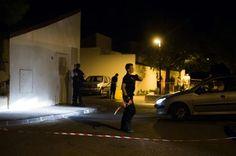 Des policiers sur les lieux où un homme a été abattu dans le quartier de la Cayole à Marseille, le 16 août 2016 - Des policiers sur les lieux où un homme a été abattu dans le quartier de la Cayole à Marseille, le 16 août 2016 - AFP BERTRAND LANGLOIS