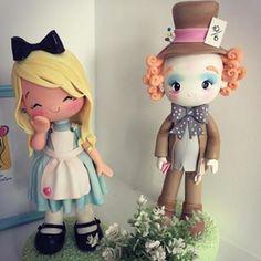 Amor à primeira vista por esta Alice no País das Maravilhas. Por @manuela_abelleira #encontrandoideias #blogencontrandoideias #festaalicenopaisdasmaravilhas #galeriaalicenopaisdasmaravilhas #biscuit