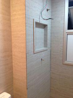 Solução para o shaft do banheiro. Alternativa ao painel de plástico. Nicho facilmente removível, fixado apenas pelas bordas laterais.
