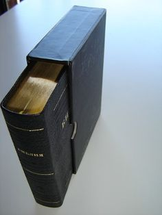 Russian Leather Bound Bible in Protective box / Golden edges, Thumb index / SMALL 030 series World Languages, Finding God, Word Of God, Box, Leather, Snare Drum, Boxes