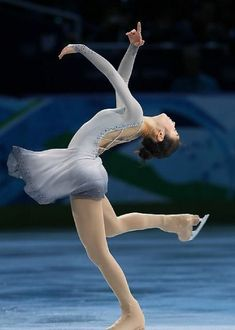 Yu-Na Kim, exhibition 2010 Olympics.  LOVE this dress!