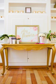 Floral arrangement as a fun and pretty #bridal shower activity | photo by Gladys Jem