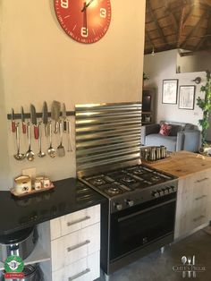 Gas Oven, Kitchen Cabinets, Kitchen Appliances, Electric Oven, Backsplash, Stove, Eye, Home Decor, Diy Kitchen Appliances