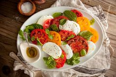 Classic Salade Caprese, Caprese Salad Recipe, Salad Recipes, Dishes Recipes, Party Recipes, Tomato Tarte Tatin, Summer Tomato, Summer Bbq, Summer Fruit