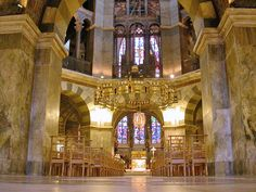 Aachener_dom_oktagon.jpg   Palatine Chapel of CHARLEMAGNE in Aachen Germany