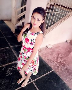 Love is the beauty of the soul. Simple Girl Image, Lovely Girl Image, Beautiful Girl Photo, Beautiful Girl Indian, Beautiful Indian Actress, Stylish Girls Photos, Stylish Girl Pic, College Girl Photo, Dehati Girl Photo